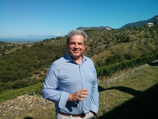 Luigi Maffini nella sua tenuta di Giungano (SA)