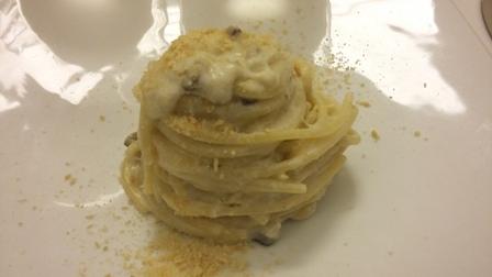 Spaghettoni al mantecato di baccalà olive e capperi